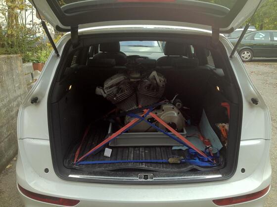 endlich hatte auch der Audi ma einen gescheiten Motor... knappe 90 kg unbelebtes Metall auf dem Weg zur Sezierung...